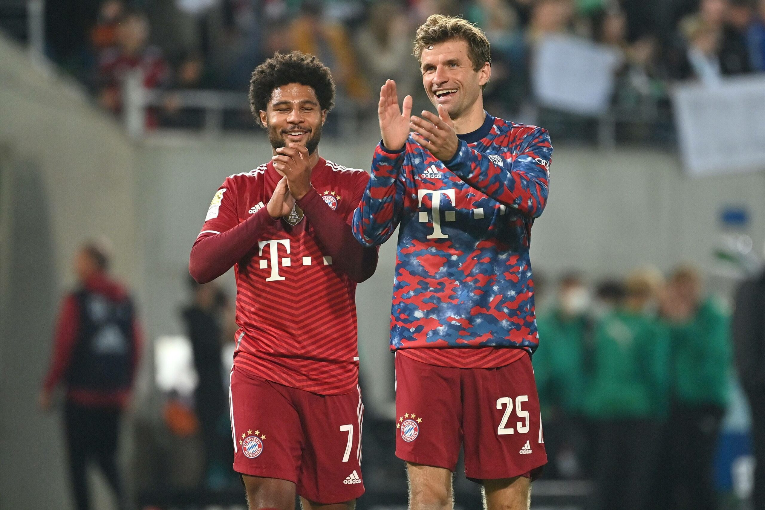 Serge Gnabry und Thomas Müller